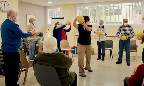 Actividades de estimulación para personas con Parkinson en Aulas Kalevi